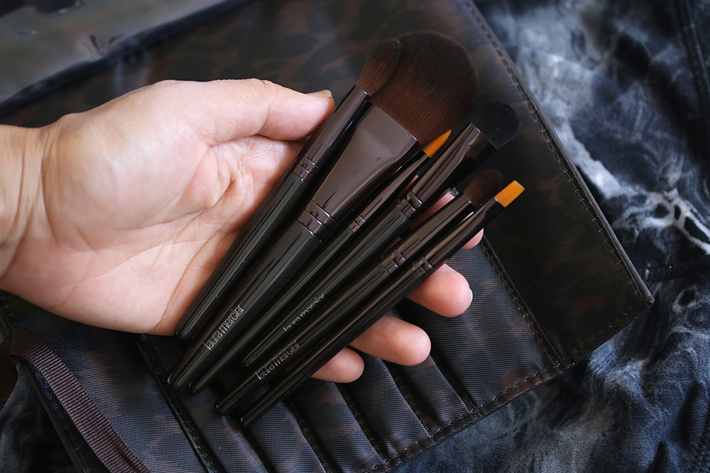 laura-mercier-brush-it-on-luxe-brush-collection-2
