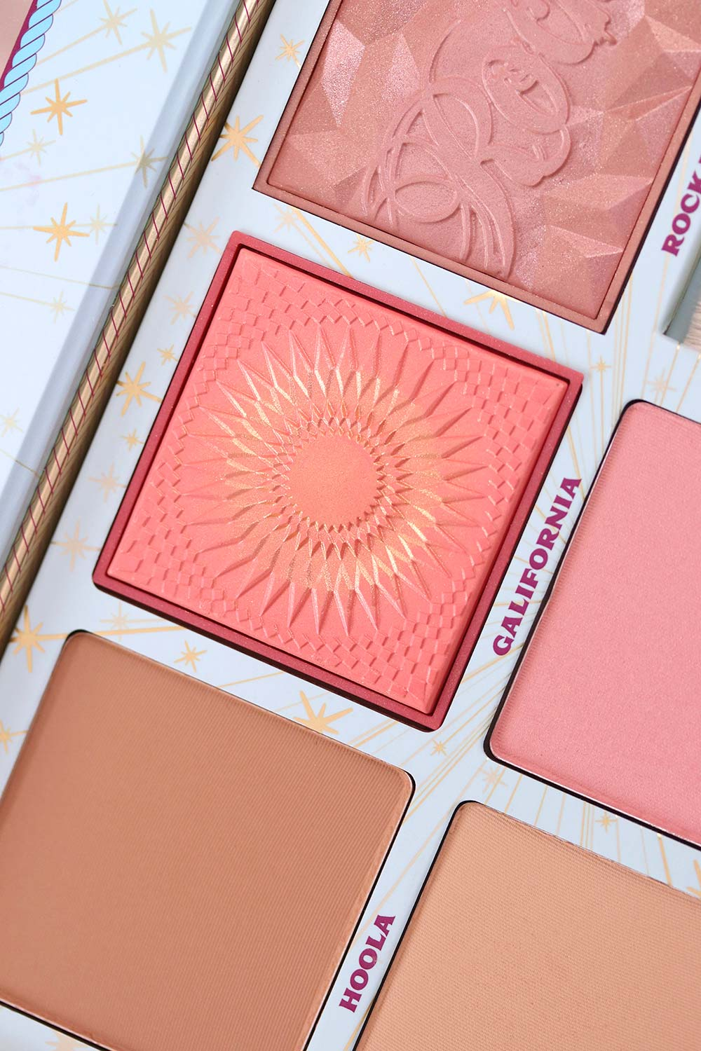 benefit cheek parade blush kit closeup 1