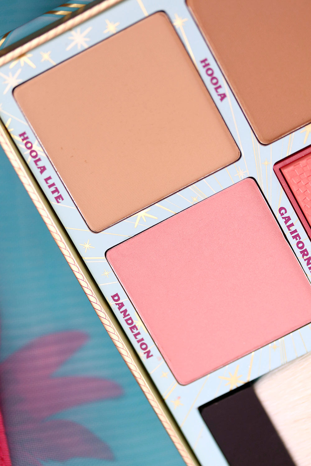 benefit cheek parade blush kit closeup 2