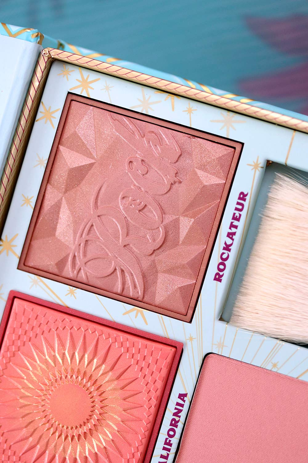 benefit cheek parade blush kit closeup 3