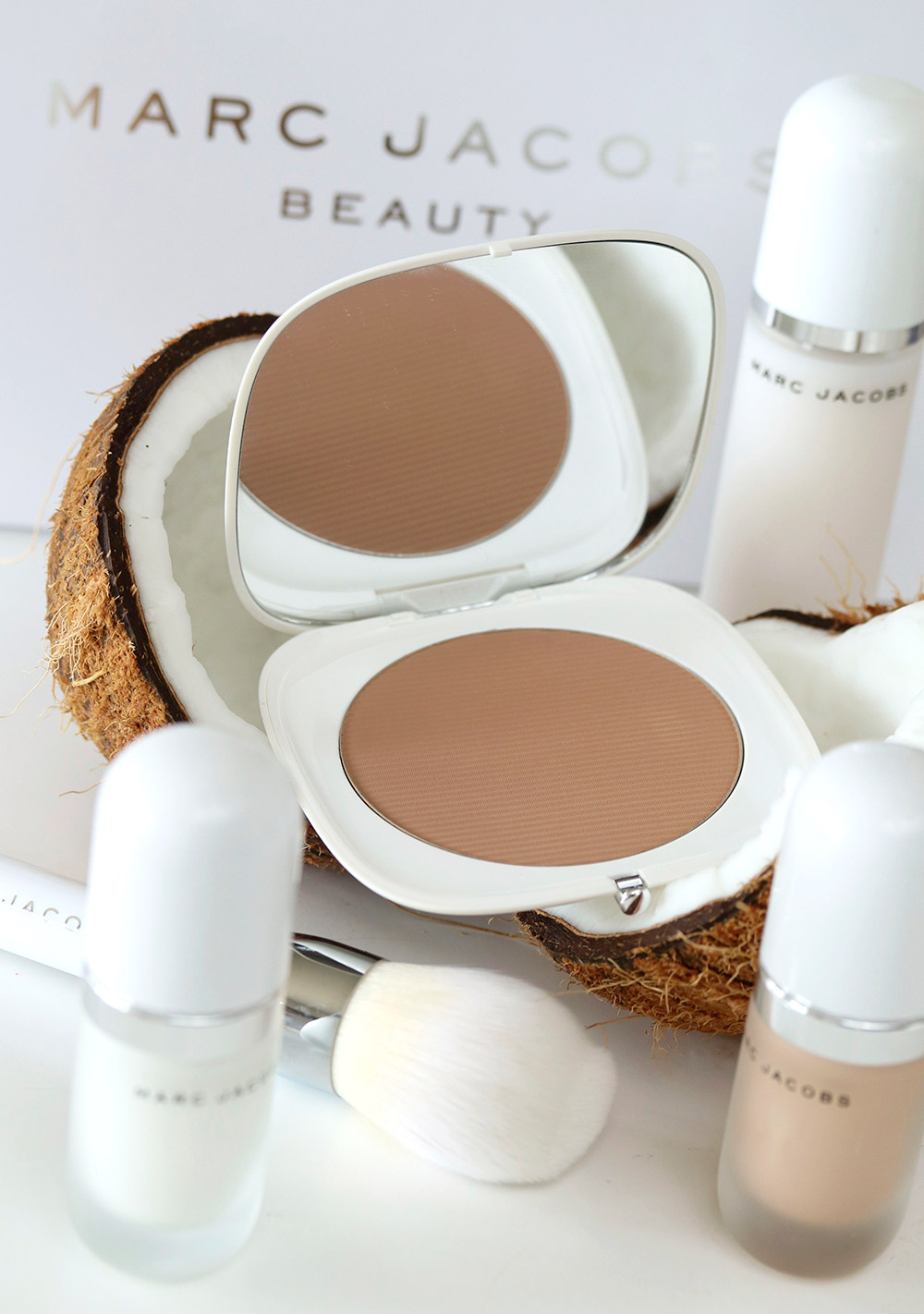 marc jacobs coconut bronzer brush