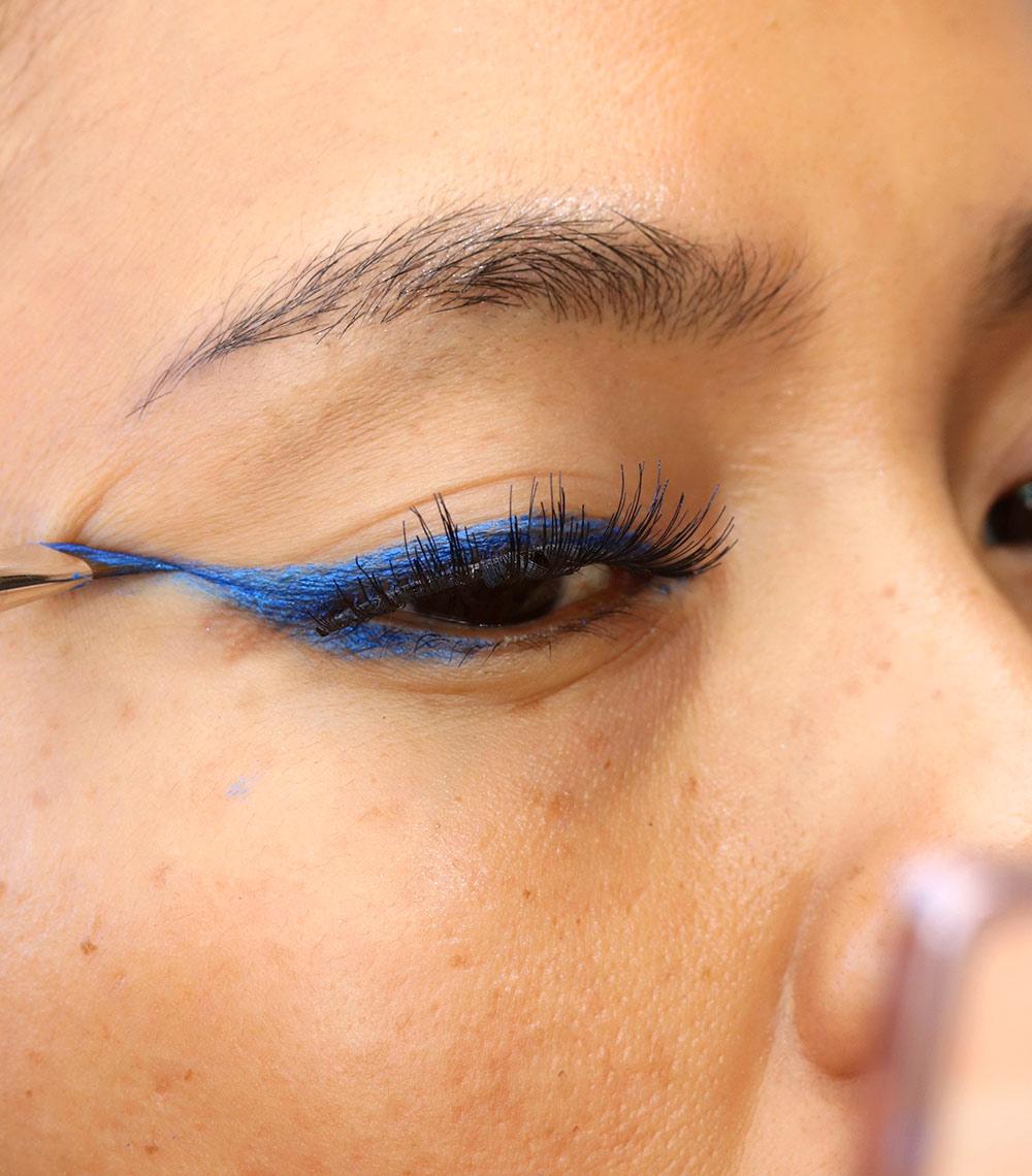 2 blue cat eyeliner
