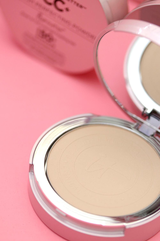 it cosmetics your skin but better airbrush perfecting powder illumination 2