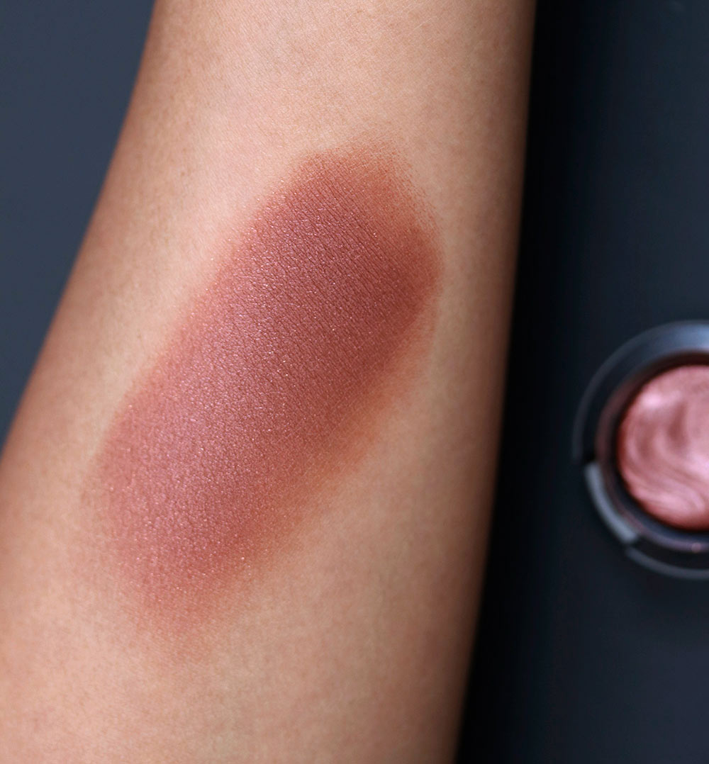 mac amorous alloy swatch