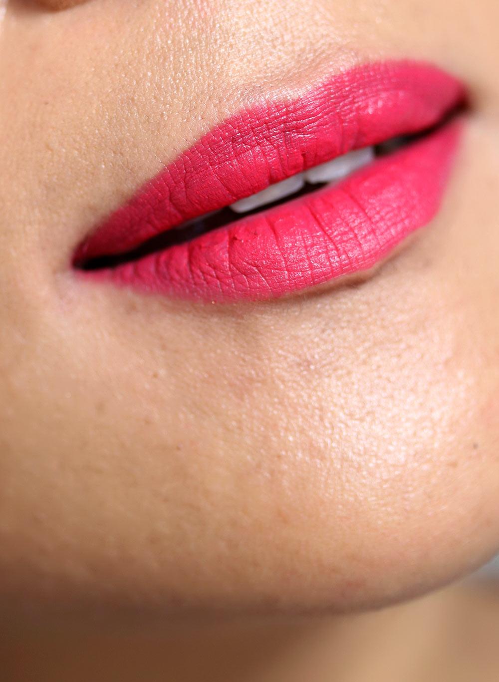 mac relentlessly red closeup