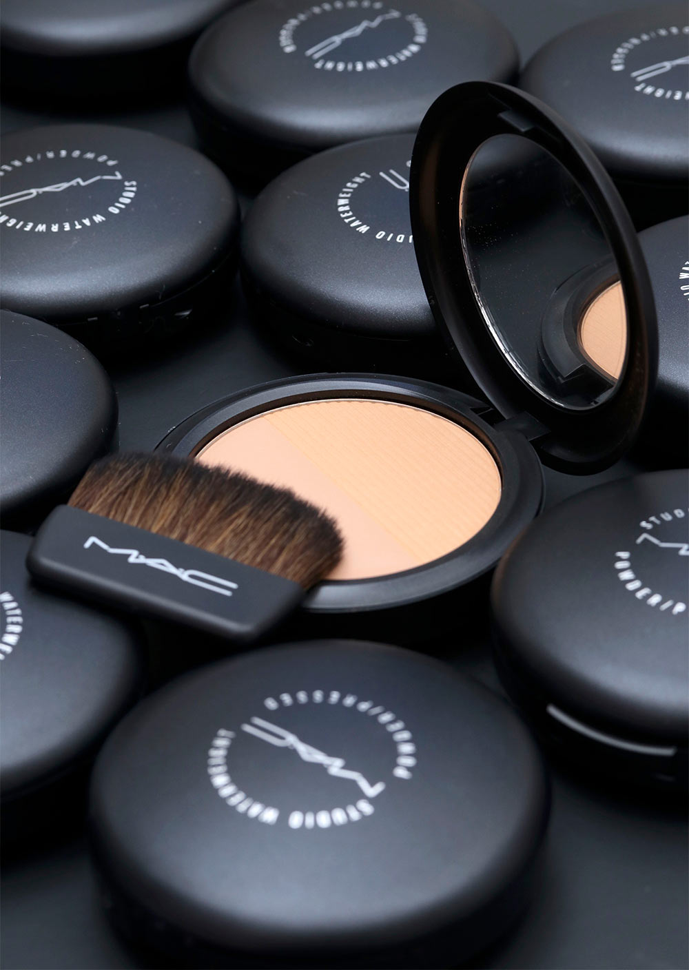 mac studio waterweight powder pressed brush