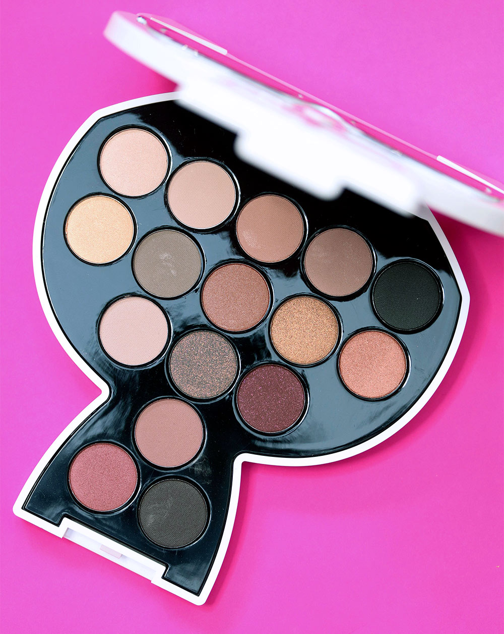 karl lagerfeld model co choupette palette 2