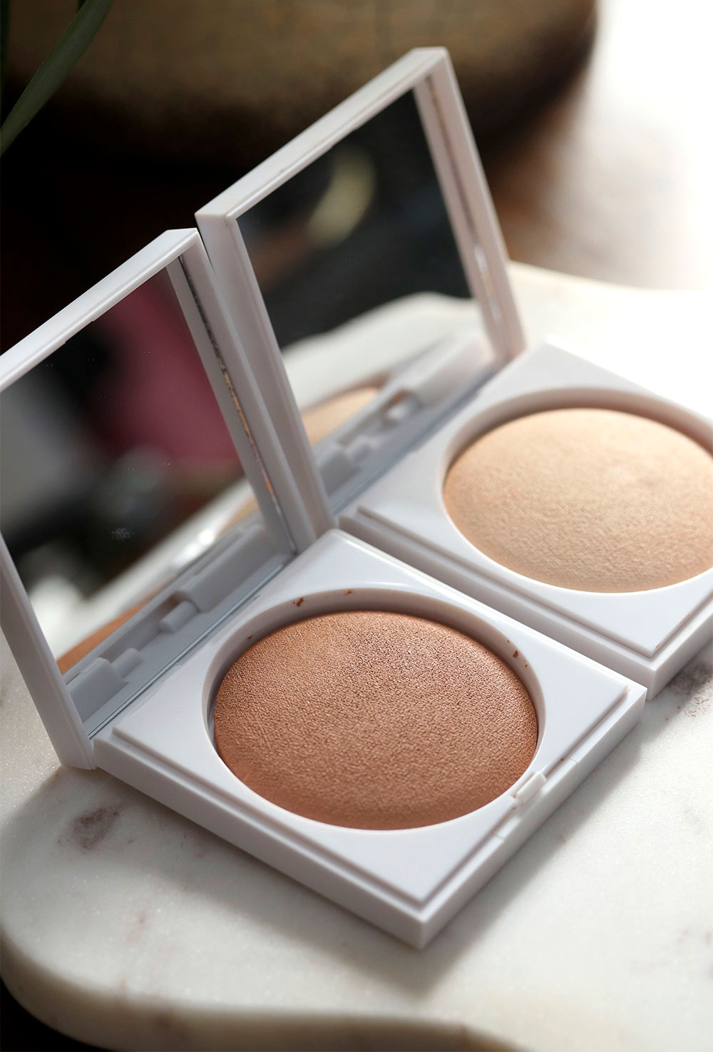 honest beauty luminizing glow powder