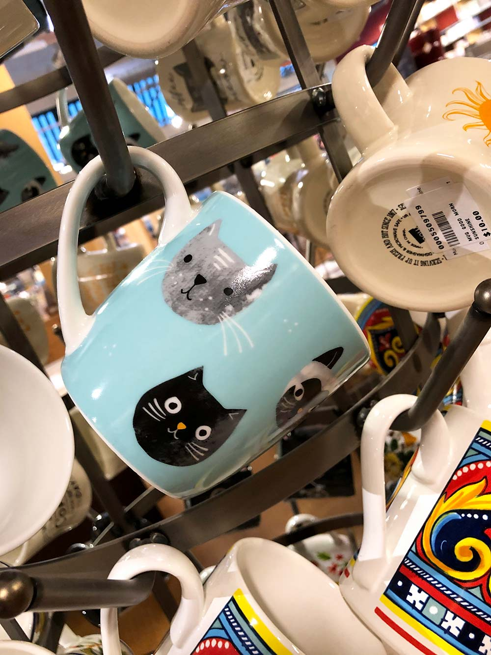 sur la table cat mugs