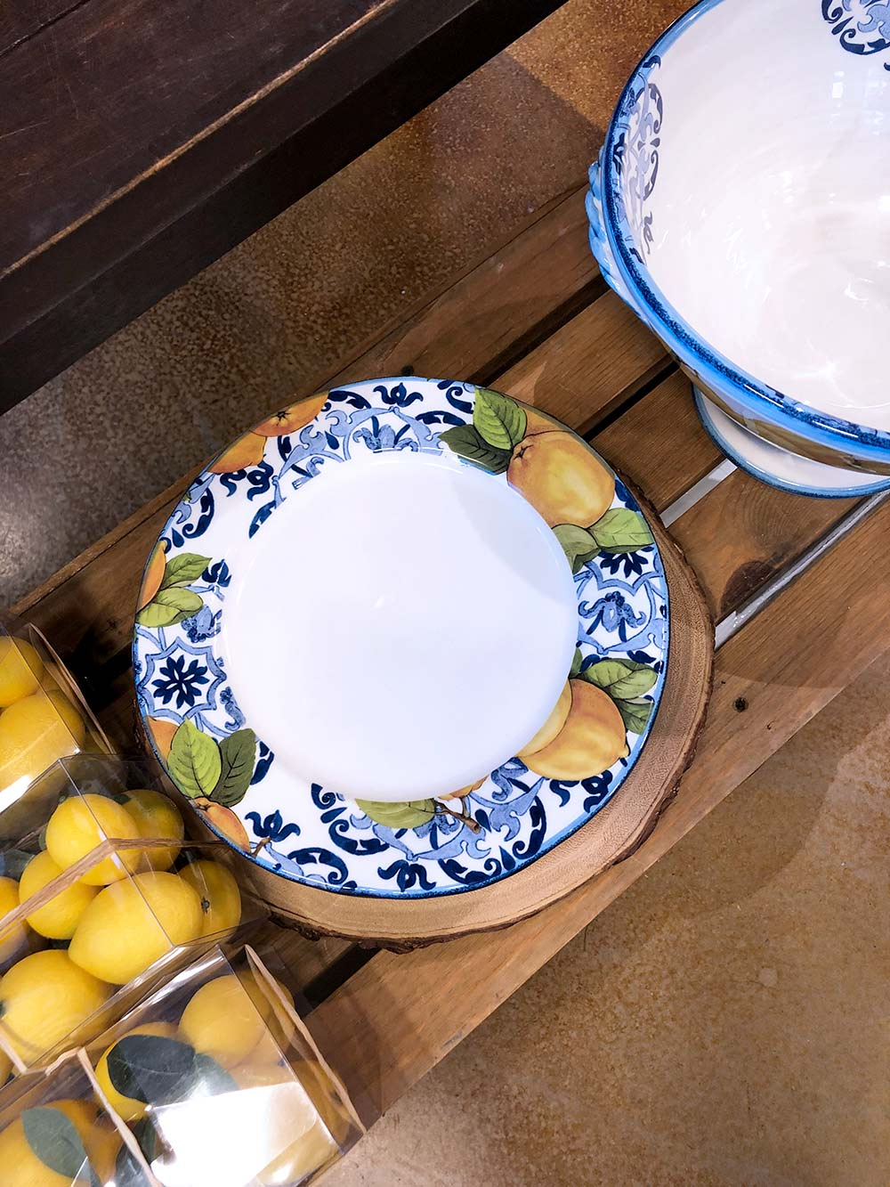 sur la table lemon plate