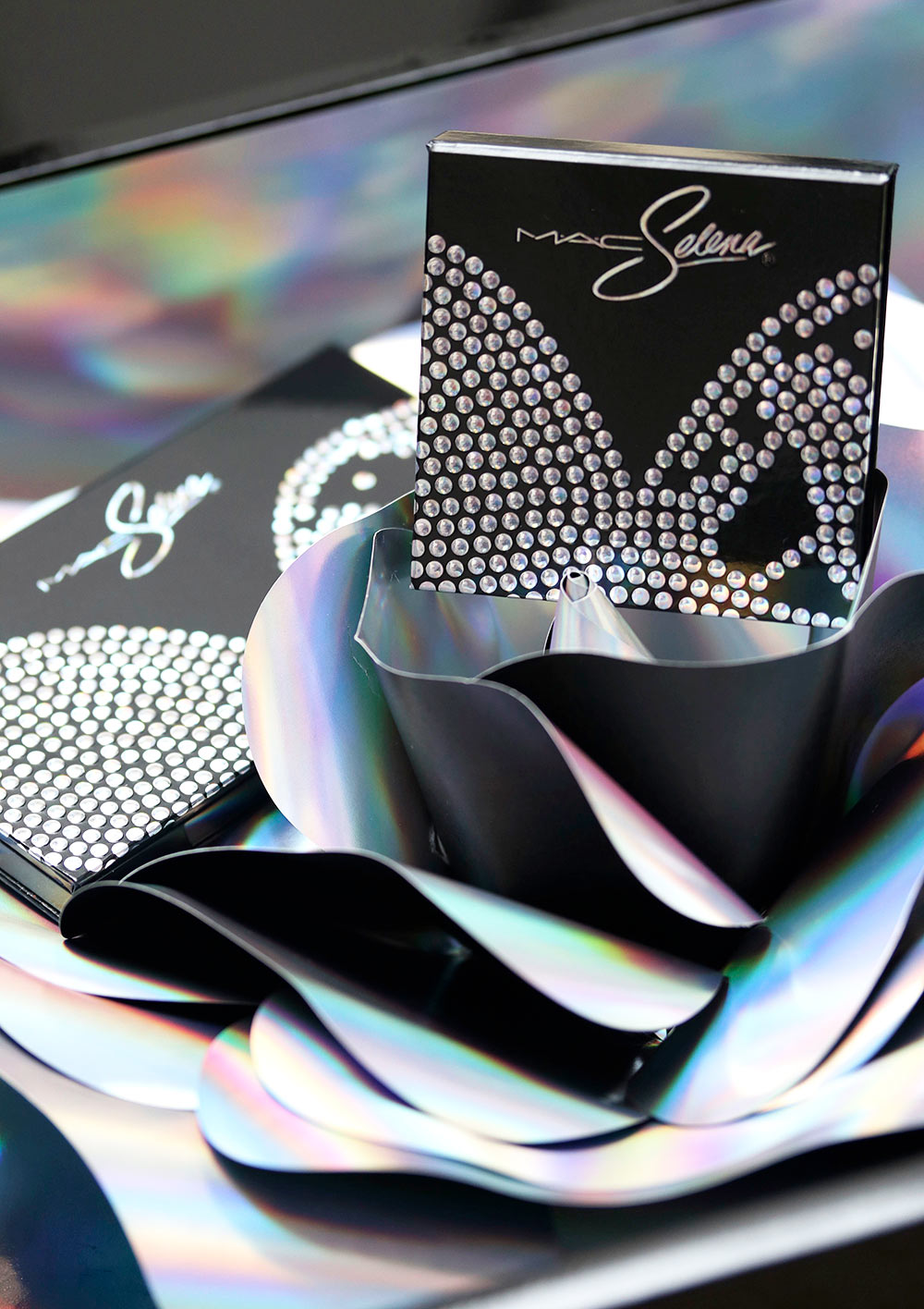 mac selena la reina packaging