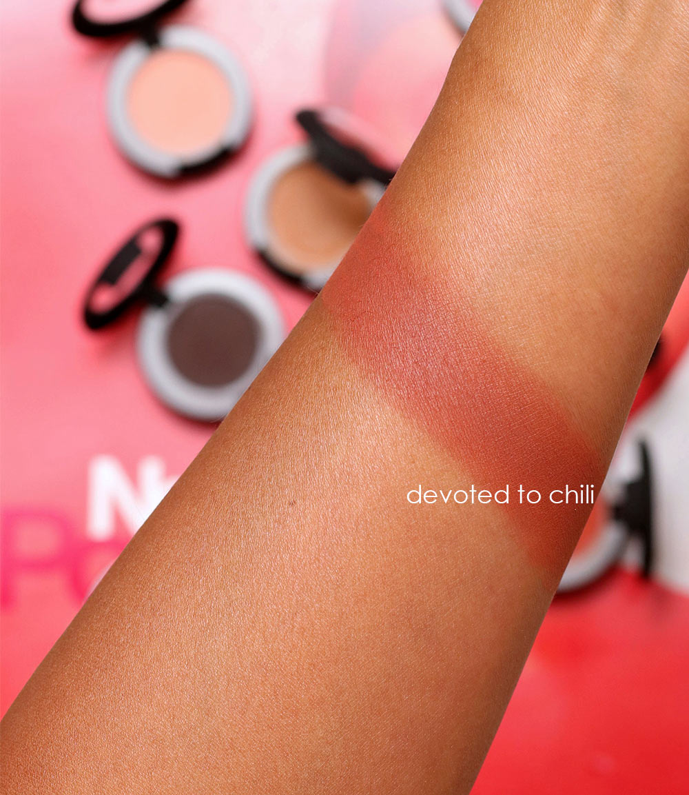 mac devoted to chili swatch